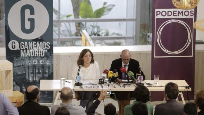 La portavoz de Ganemos Madrid, Celia Mayer, junto al secretario general de Podemos en la ciudad de Madrid, Jesús Montero.
