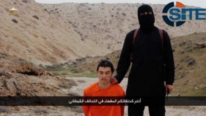 Captura del vídeo mostrado por Estado Islámico antes de la ejecución del periodista japonés Kenji Goto.