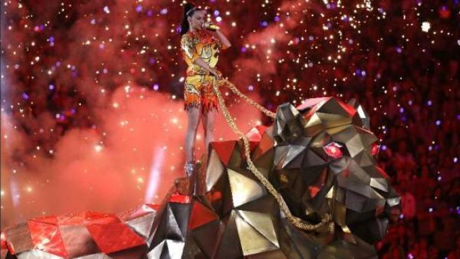 Katy Perry durante el desncanso de la Super Bowl.