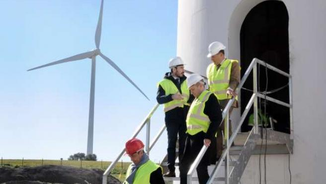 Visita de representantes de Junta al parque de EDP Renovables en Medina Sidonia