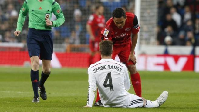 Sergio Ramos se lesiona durante el Real Madrid - Sevilla.