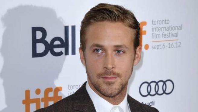 Ryan Gosling posa a su llegada al estreno de la película 'The Place Beyond The Pines' en la 37ª edición del Festival Internacional de Cine de Toronto.