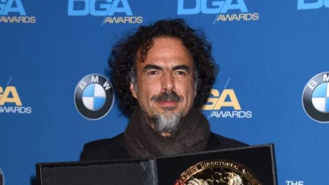 Alejandro González Iñárritu con el premio del Gremio de Directores de Hollywood como mejor director por 'Birdman'.