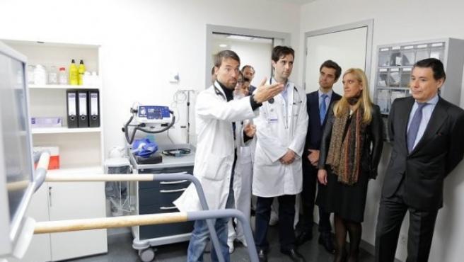 Ignacio González, durante la visita con motivo de la apertura del Hospital de Collado Villalba, en enero de 2015.