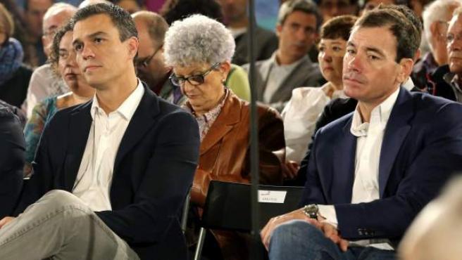 Pedro Sánchez, junto a Tomás Gómez, en un acto celebrado el 11 de octubre de 2014.