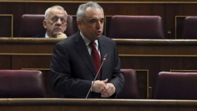 El diputado socialista Rafael Simancas durante su intervención este miércoles en la sesión de control al Ejecutivo en el Congreso.