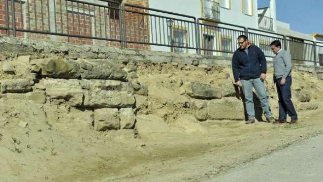 Miguel Moreno (d), junto al arqueólogo y miembro de Arqvipo Rafael Saco.