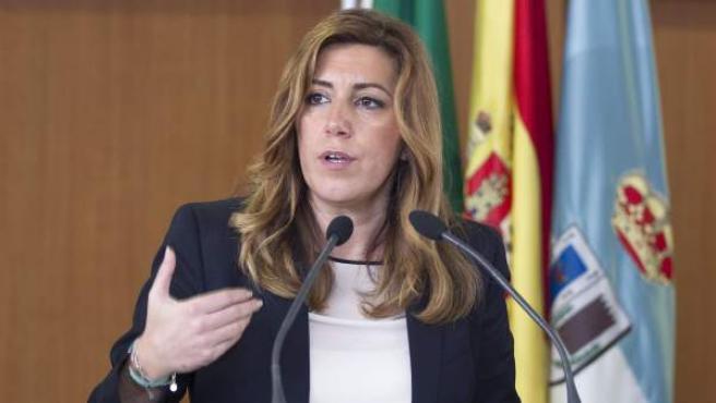 La presidenta de la Junta de Andalucía, Susana Díaz, durante la inauguración del colegio Vicente Aleixandre de La Algaba (Sevilla).