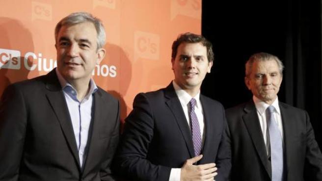 Luis Garicano, Albert Rivera y Manel Conthe en la presentación del proyecto económico de Ciudadanos