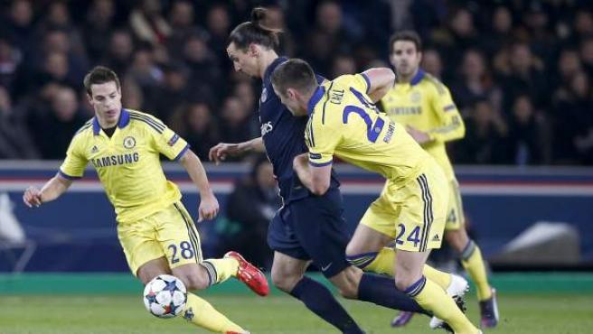 Ibrahimovic marcado por Cahill y Azpilicueta en el PSG - Chelsea.