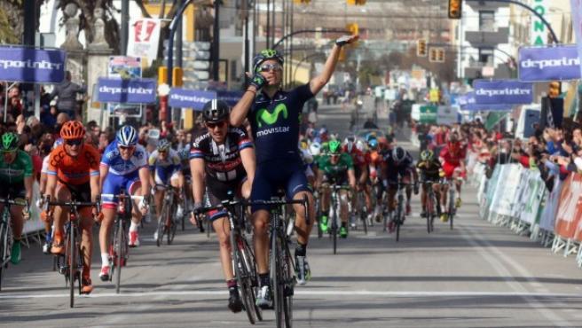 El gaditano Juan José Lobato (Movistar Team), fotografiado a su llegada a la meta en la localidad cordobesa de Lucena, final de la segunda etapa de la Vuelta a Andalucía.