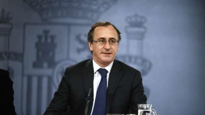 Alfonso Alonso tras el Consejo de Ministros