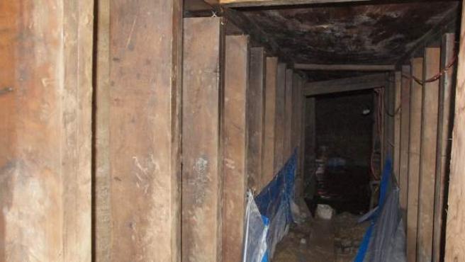 Imagen del interior del misterioso túnel descubierto cerca de la sede de los próximos Juegos Panamericanos en Toronto (Canadá).