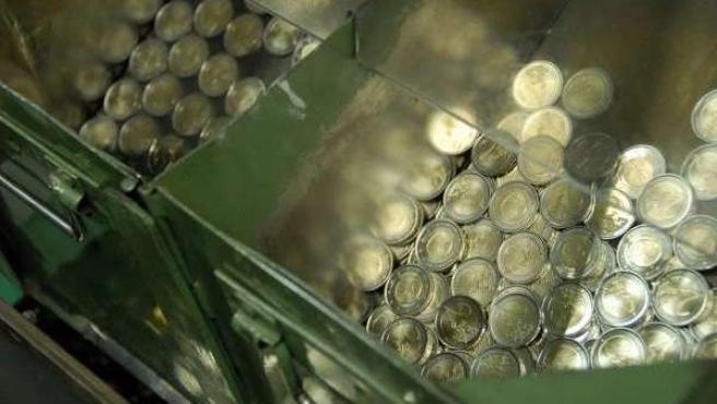 Monedas de euro durante su proceso de fabricación.