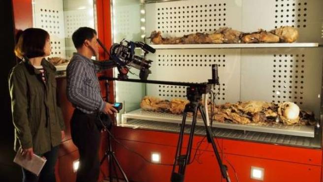 Una cadena coreana graba imágenes de momias guanches