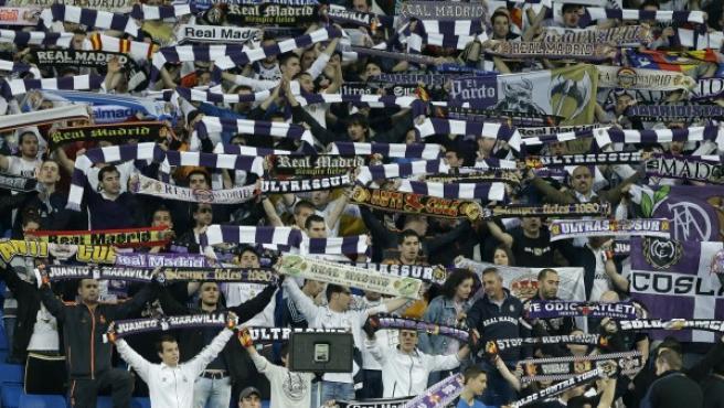 Los Ultras Sur animando en el Bernabéu.