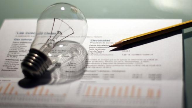 Imagen de acrhivo de una factura de electricidad.