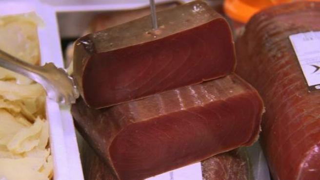 Un corte de mojama de atún rojo.