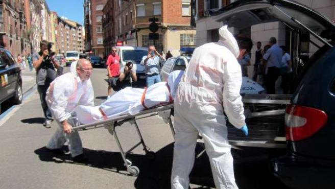 Los forenses levantan el cadáver de Daniel G.R.