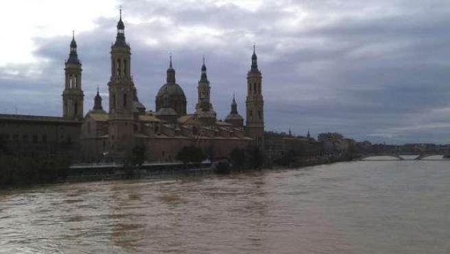 La crecida del río Ebro llega a Zaragoza.