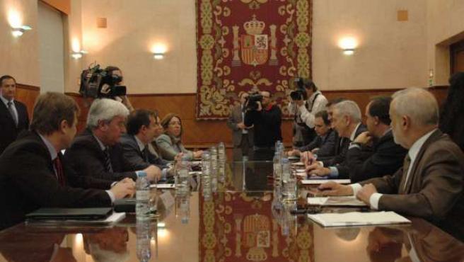 Reunión del MAGRAMA con Aragón, La Rioja y Navarra sobre la crecida del Ebro.