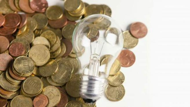 La eficiencia energética es una práctica que pueden llevar a cabo tanto individuos como organizaciones cuyo objeto es reducir el consumo de energía.
