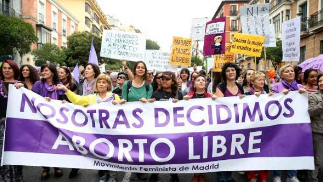 Participantes de la manifestación convocada en Madrid y 38 ciudades españolas por la Coordinadora Feminista, días después de la retirada de la reforma del aborto planteada por el Gobierno.