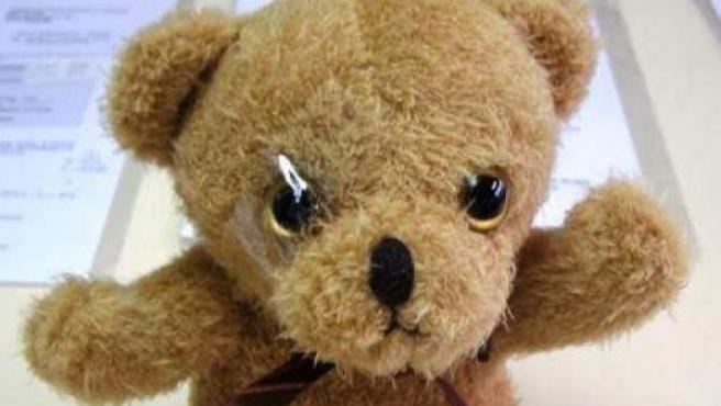 Este juguete contiene piezas pequeñas que se desprenden con gran facilidad, lo que podría provocar episodios de asfixia tras su ingestión.