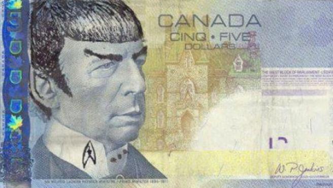 Billetes de 5 dólares canadienses con la cara de Spock.