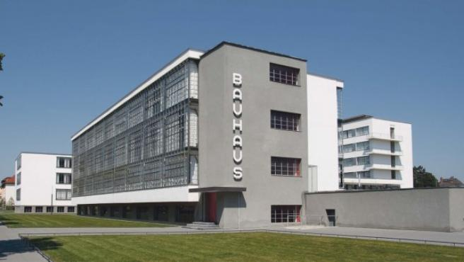 Sede de la primera escuela de la Bauhaus en Dessau, diseñada por Martin Gropius