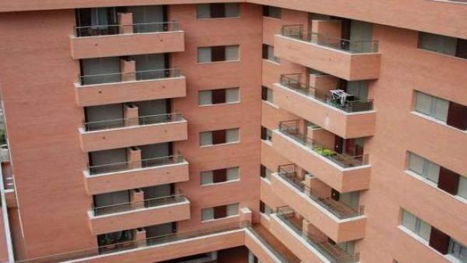 Fachada de un edificio de viviendas en cooperativa.