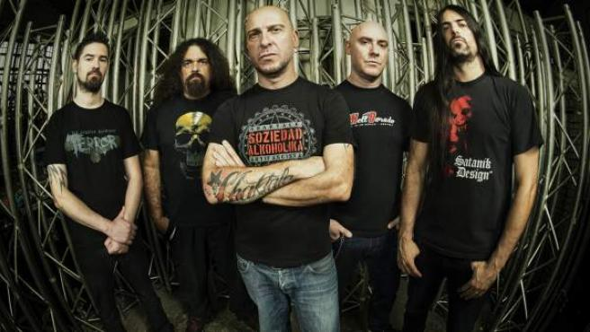 Los miembros de la banda vasca de rock Soziedad Alkoholika.