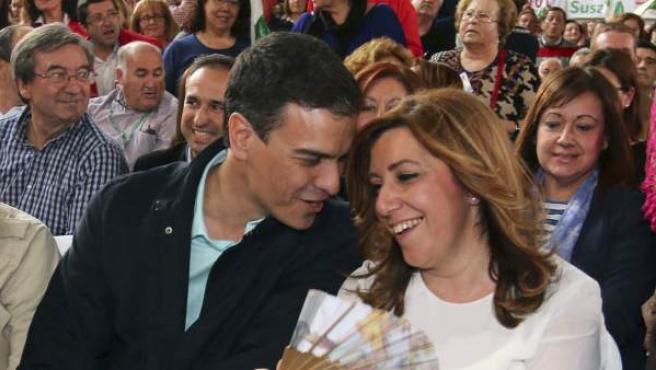 El secretario general del PSOE, Pedro Sánchez, junto a la secretaria general del PSOE-A y candidata socialista a la presidencia de la Junta de Andalucía, Susana Díaz.