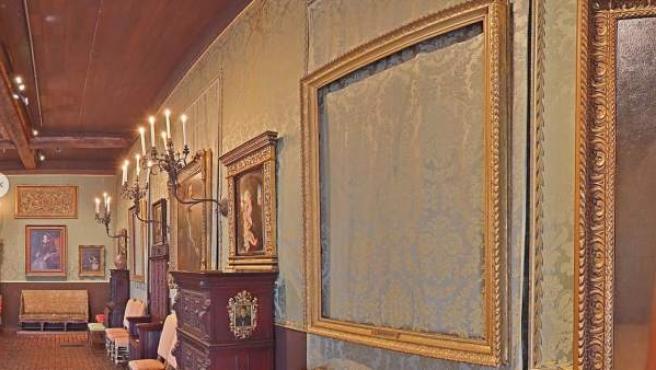 Imagen del interior del Museo Isabella Stewart Gardner de Boston, donde se aprecia un marco dorado que albergaba una obra de Rembrandt. Hasta 13 obras fueron robadas en 1990 en el mayor robo de la historia de EE UU, un misterio sin resolver.