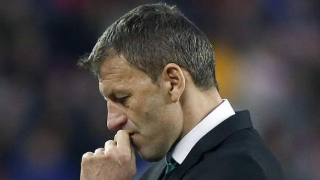 El entrenador del Córdoba CF, Miroslav Djukic, durante el partido que disputó su equipo en el Camp Nou.