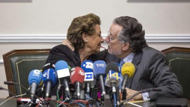 El exvicealcalde de Valencia Alfonso Grau (PP) junto a Rita Barberá en una imagen de archivo.