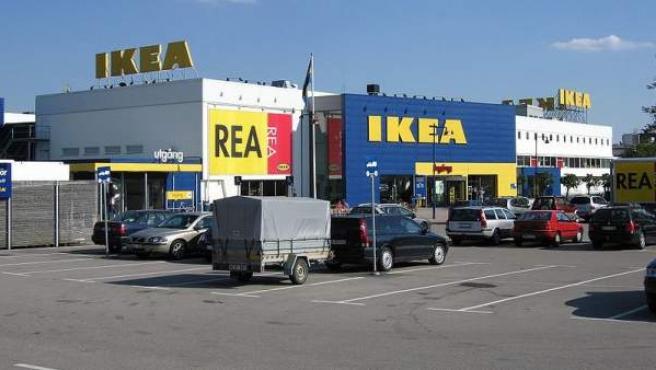 Imagen de un almacen y tienda de Ikea en Suecia.