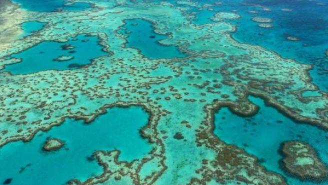 Fotografía facilitada por la Autoridad del Parque Marino de la Gran Barrera de Coral, de una vista aérea del parque, situado frente a la costa noreste de Australia.