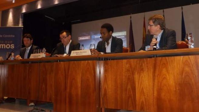 Una de las ponencias del Congreso de la AEEPP en Córdoba, con Arsenio Escolar (2i), director de 20minutos y presidente de la Asociación, Simon Morrison (2d), director de Asuntos Públicos de Google para Europa y Franciso Ruiz Antón, director de Asuntos Públicos de Google para España y Portugal (d).