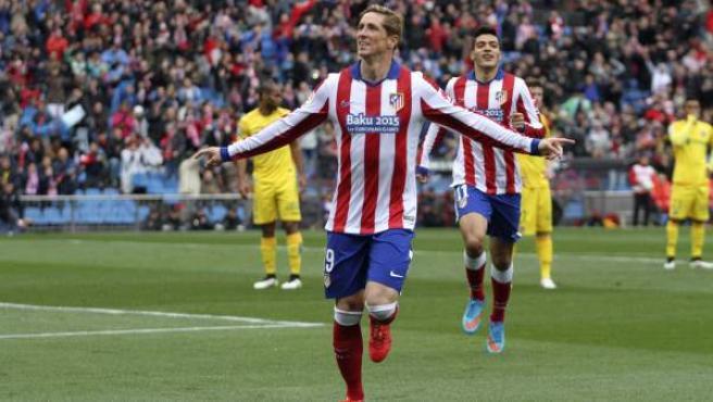 El delantero del Atlético de Madrid Fernando Torres celebra la consecución del primer gol de su equipo ante el Getafe.