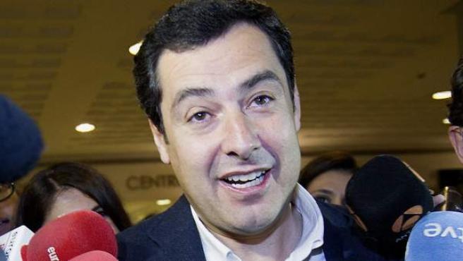El candidato popular a la Presidencia de la Junta de Andalucía a su llegada al Hotel Meliá Lebreros de Sevilla.