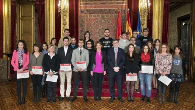 Barcina y el consejero Iribas con los estudiantes galardonados