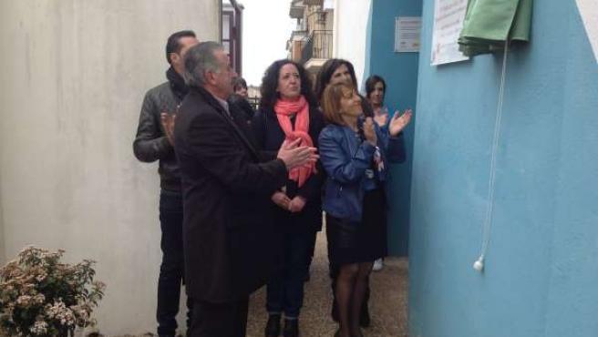 Gálvez (d) y González (i) inauguran la escuela infantil Cuenta Cuentos.