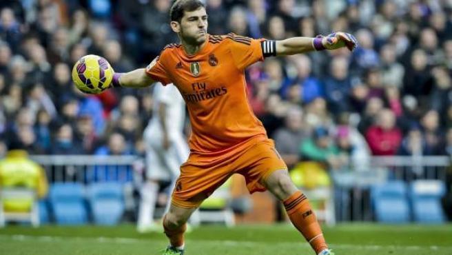 El portero del Real Madrid, Iker Casillas, ante el Dépor.