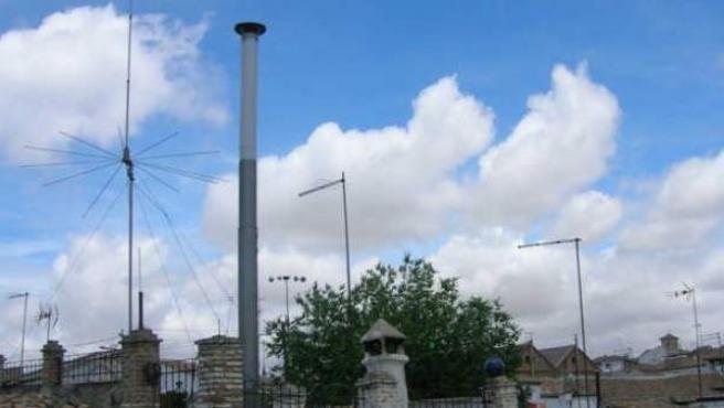 Imagen de la antena de telefonía camuflada en el Albaicín.