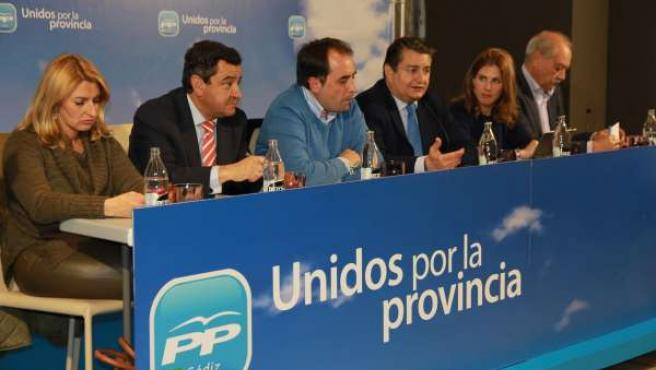 Sanz, el tercero por la derecha, en la Junta Directiva Provincial del PP