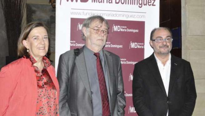 Javier Lambán e Inés Ayala (PSOE) con Michael Ehrke, de la Fundación Ebert.