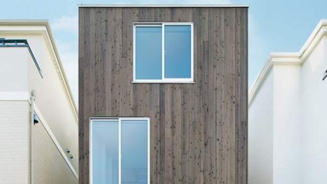 MUJI diseña y levanta la Vertical House, una casa prefabricada.