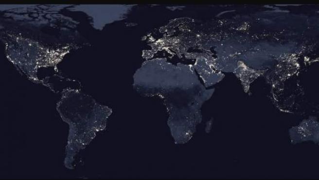 Una imagen de un satélite refleja la iluminación del planeta.