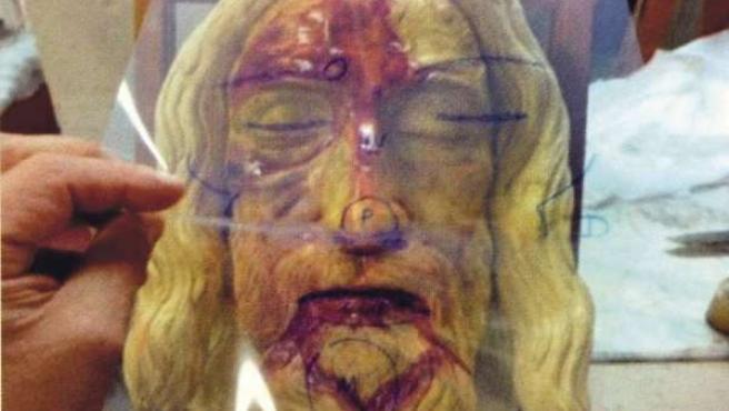 Transparencia de acetato sobre el modelo tridimensional del rostro de la Sábana